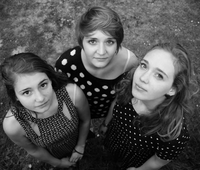 photo des 3 filles noir et blanc