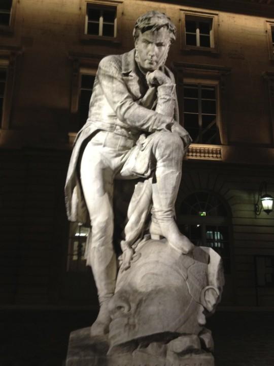 Statue de Champollion, dans la cour du Collège de France