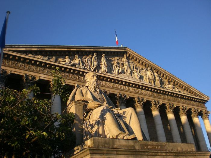 Statue de Michel de L'Hospital devant le Palais Bourbon.
