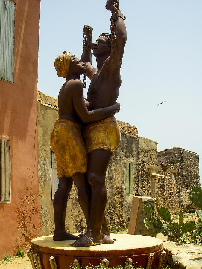 Statue en Mémoire de l'Esclavage, Robert Ford, Ile de Gorée, Sénégal.