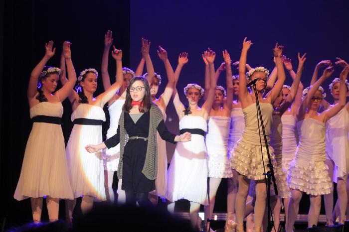 Louise Minne, Eponine, et les danseuses.