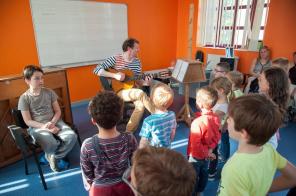 Alain Fenet accompagnera Tristan et les enfants du PDI pour La Faute à Voltaire...