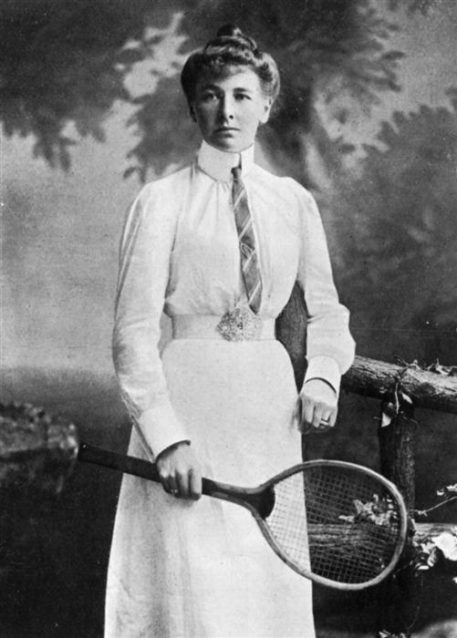 Charlotte Cooper, 1ère femme médaillée d'or aux J.O., Paris, 1900.
