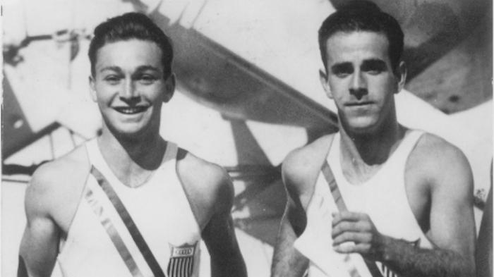 Marty Glickman, à gauche, Sam Stoller, à droite.