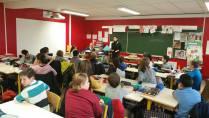 Atelier d'écriture dans une classe.