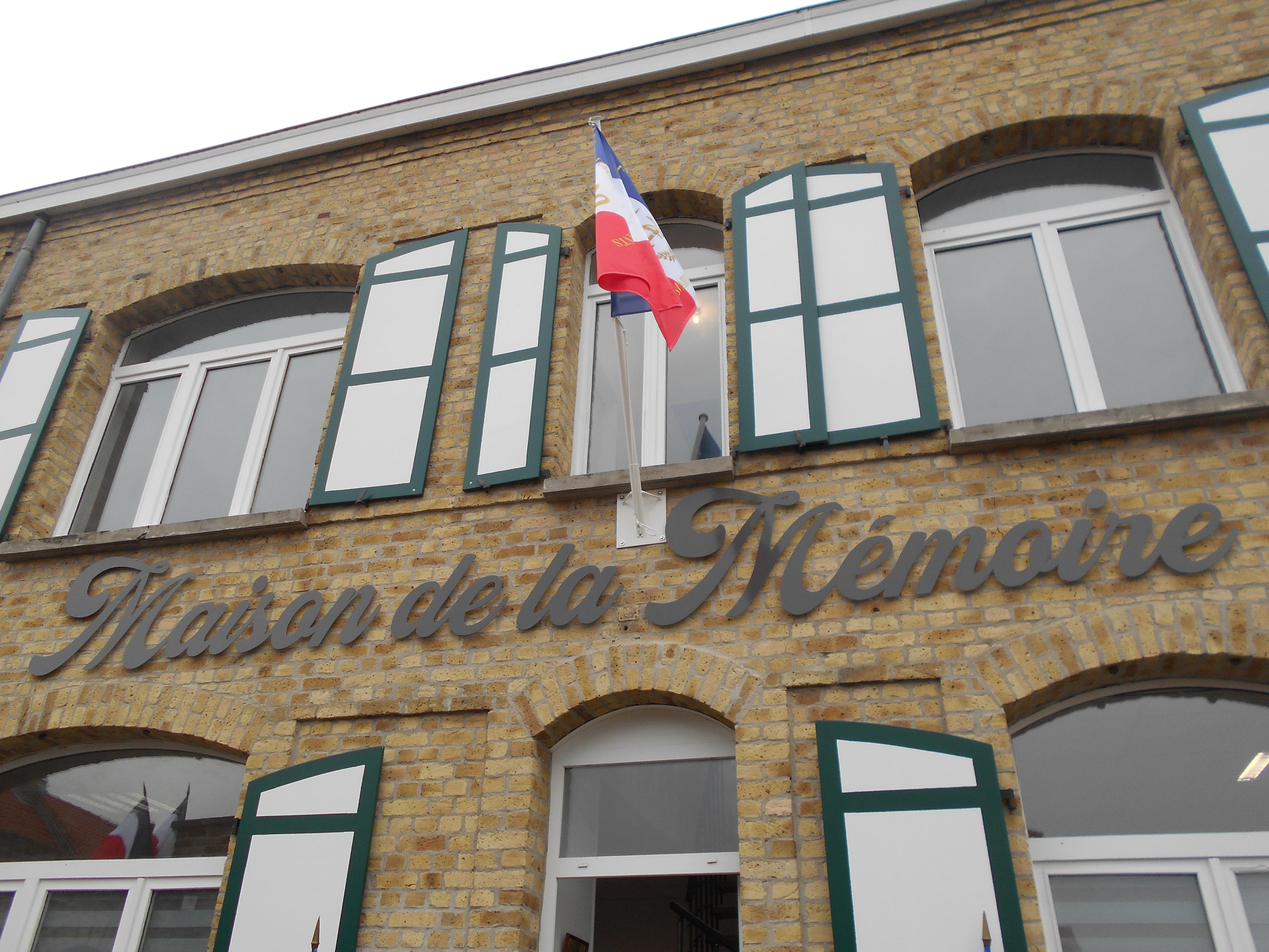 COUDEKERQUE BRANCHE 1918 2018 LA JEUNESSE DES ECOLES REND HOMMAGE A UNE SACRIFIEE